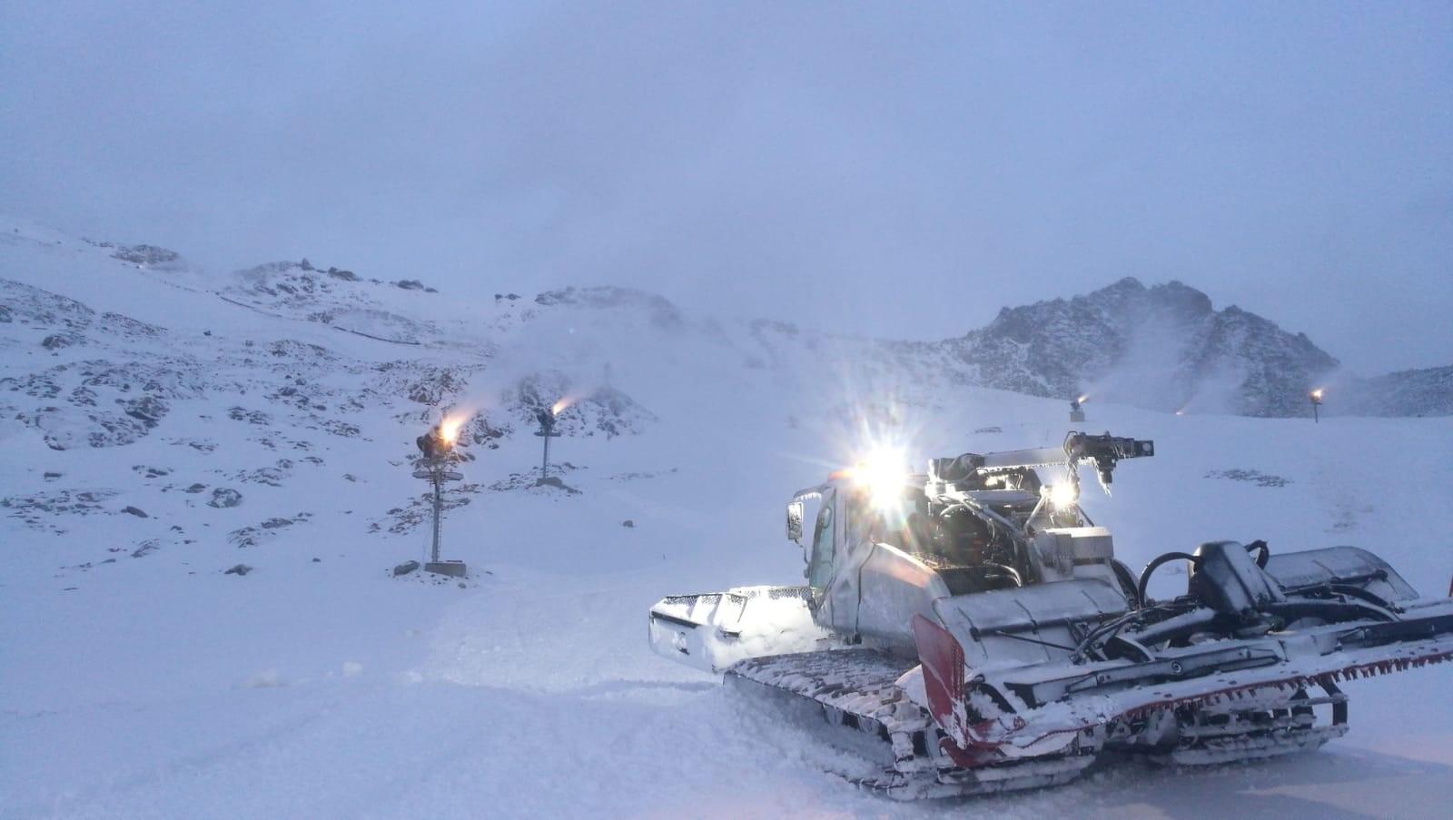 cestování / Jediný ledovec v rakouských Korutanech po krátkém vydechnutí opět s lyžaři