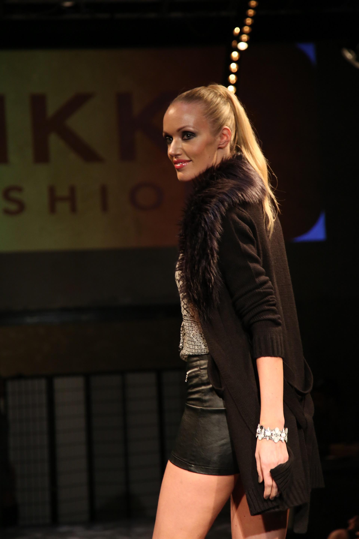 Kateřina Šonková předvedla model Takko, ve kterém se objevuje umělá kůže a umělá kožešina