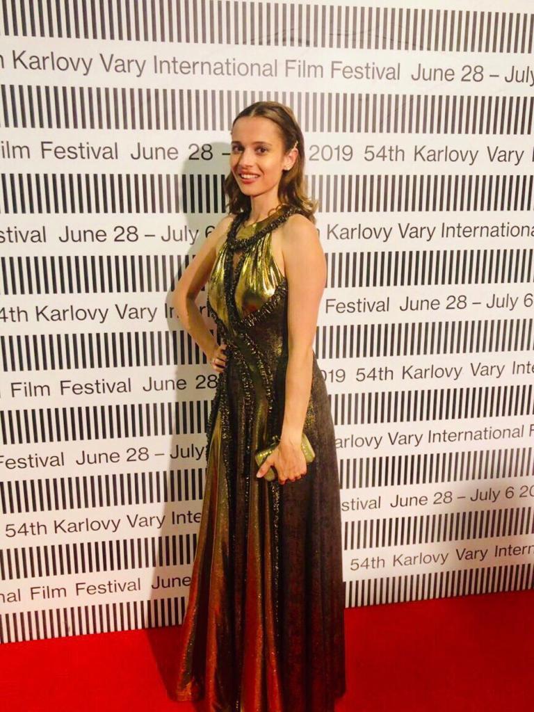 Ze společnosti / Lívia Bielovič navštívila karlovarský festival s přítelem Adamem Dvořákem