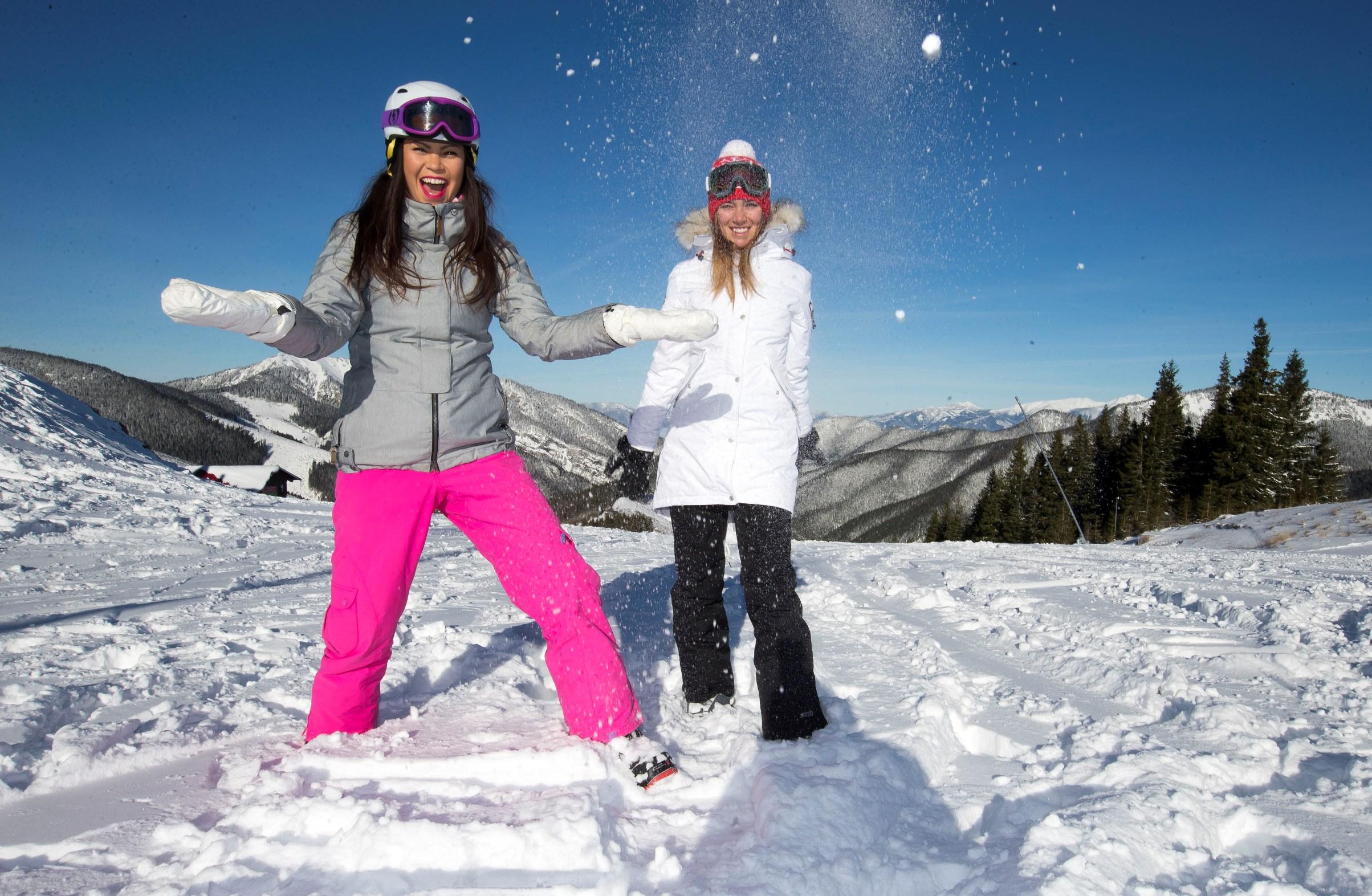 Ze společnosti / Monika Leová a Andrea Bezděková provětraly v Jasné i snowboardy