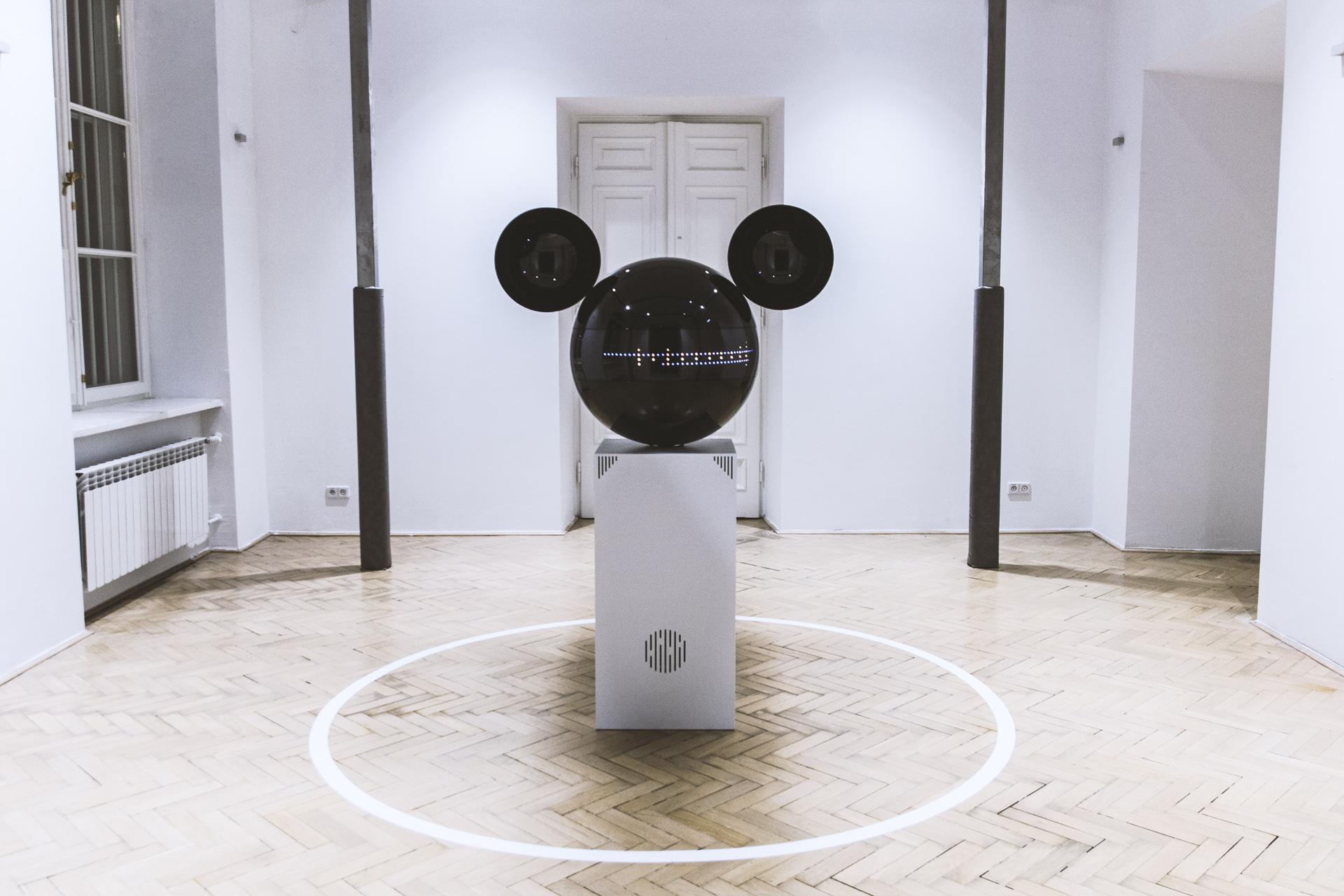 Kultura / Poprvé v České republice bude v rámci PDW exkluzivně vystaven Mickeyphon, který vyhledává zvuky z okolí, otáčí se za nimi, sampluje je a mění v rytmické hudební sekvence