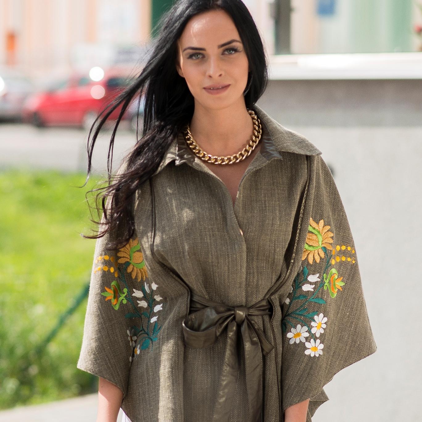 Móda / Střih peleríny si zamilovala i módní návrhářka Jenny Jeshko