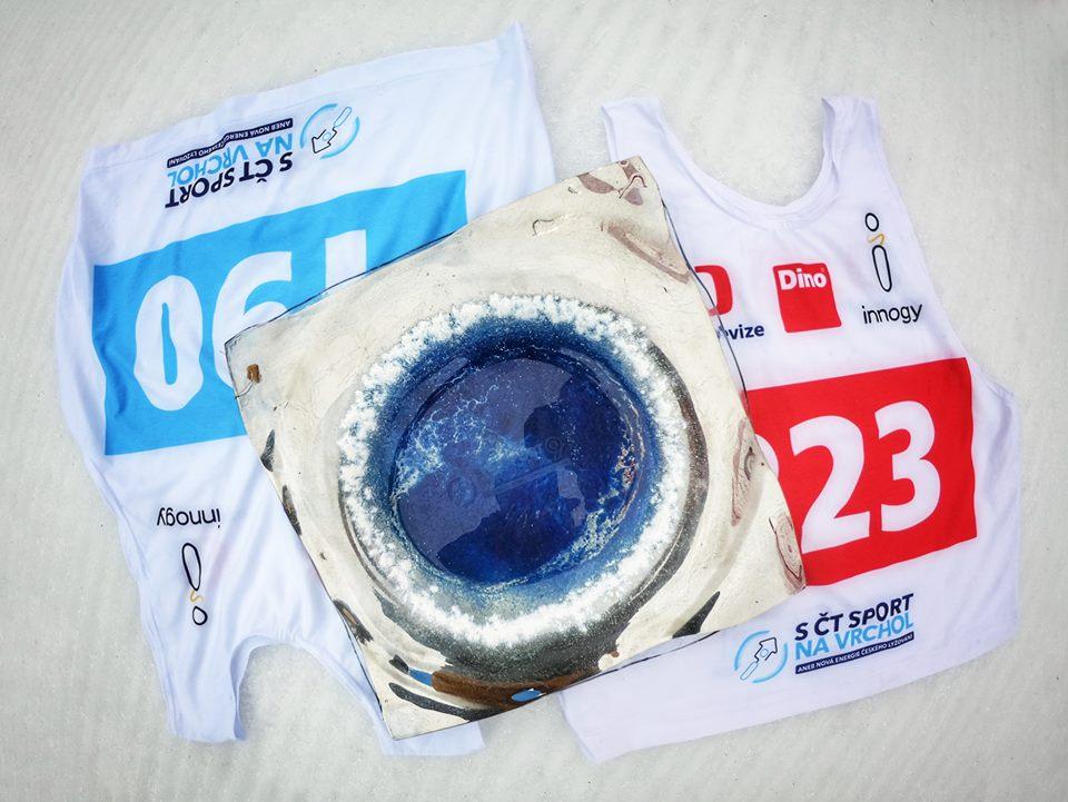 Ze společnosti / Trofeje pro vítěze závodů S ČT sport na vrchol tvořila umělkyně Gordana Glass