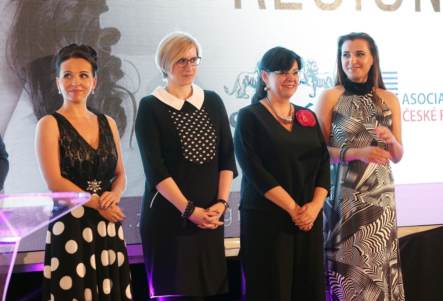 Výkonná ředitelka ŽR Marie Heřmánková, ministryně Karla Šlechtová, ministryně Michaela Marksová a zakladatelka ŽR Denisa Kalivodová